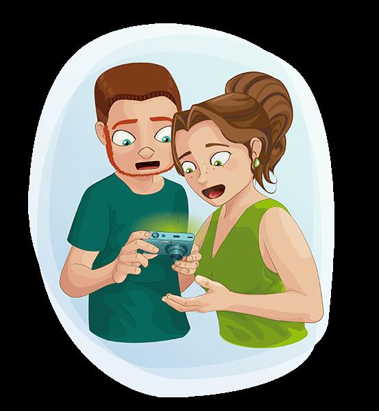 Alex y Barbara sorprendidos mirando la foto de la piedra verde
