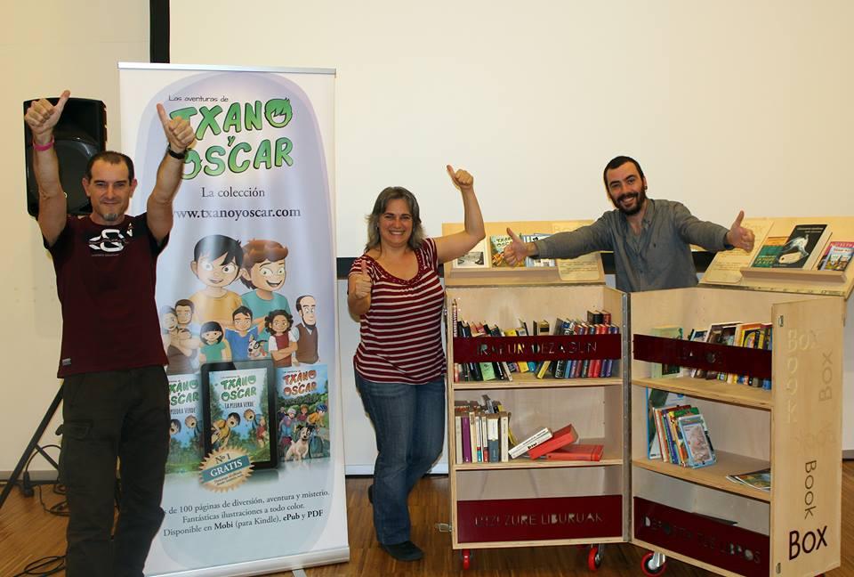 Txano y Oscar junto a BookBox
